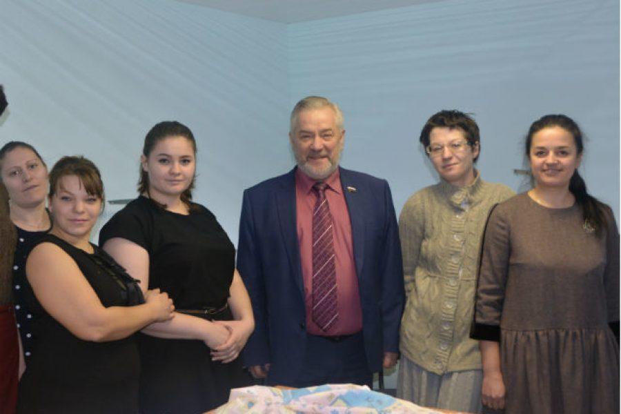 Психолог для одиноких мам: в Воронеже стартовал проект социальной адаптации