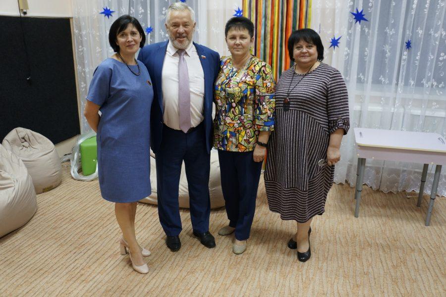 Фонд «Доброта» приехал с подарками в Бобровскую школу-интернат