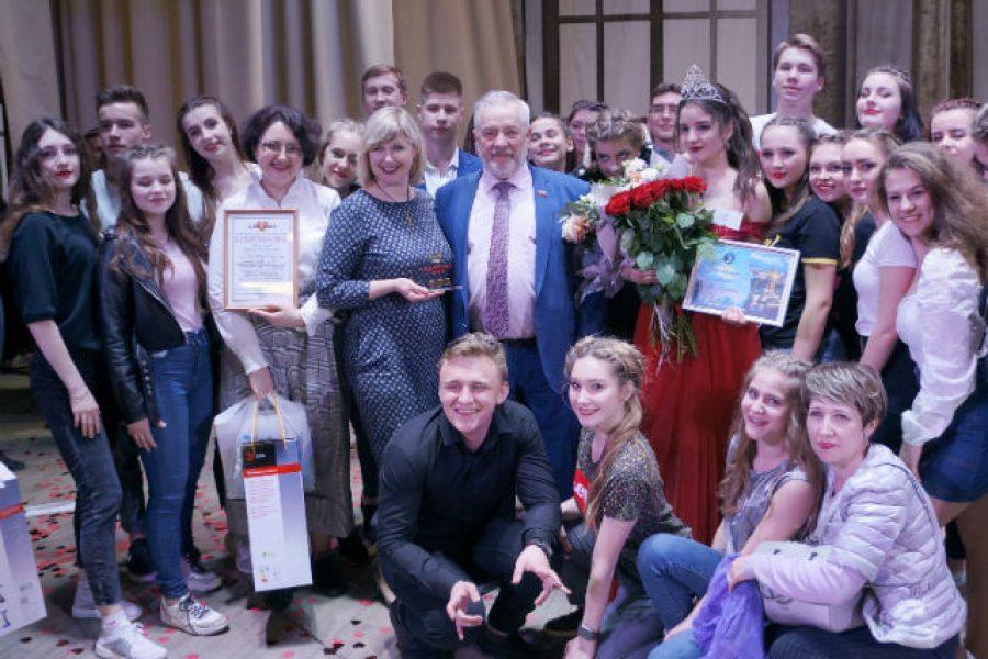 Основатель фонда «Доброта» наградил в Воронеже «Королев весны»