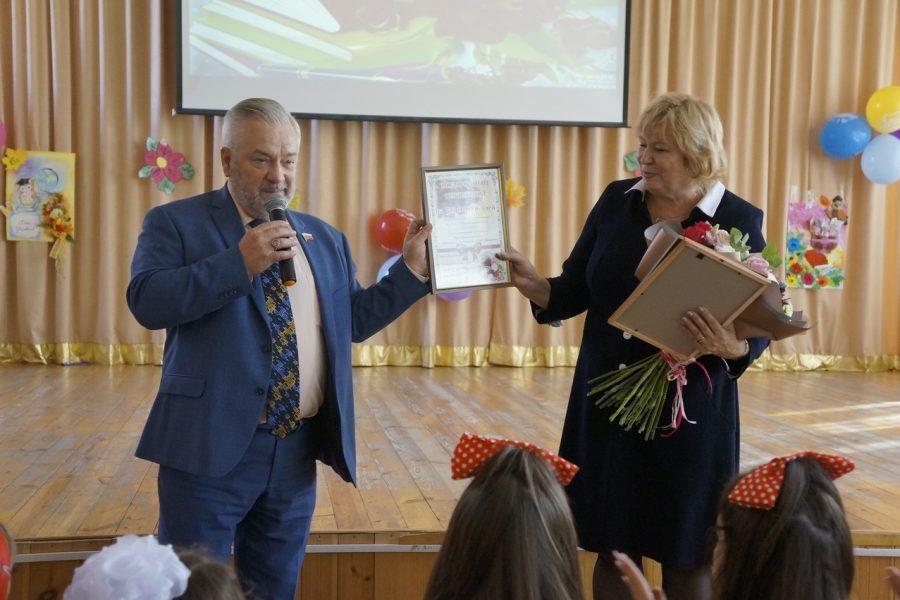 Александр Жуков поздравил педагогов трех школ с Днем учителя